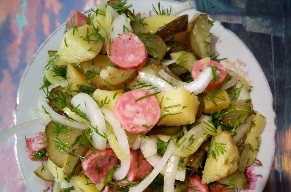 Баварский картофельный салат с огурцом