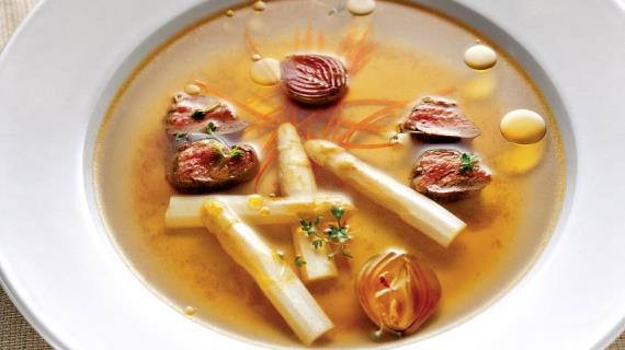 Суп из сельдерея с еловым маслом