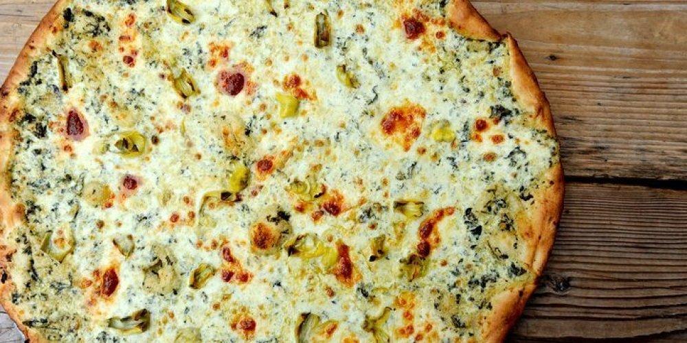 Белая пицца с овощами и песто