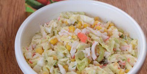 Лучший рецепт крабового салата с майонезом