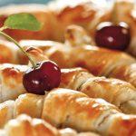 Быстрые круассаны с вишневой начинкой