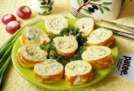 Рулеты из тонкого омлета с сыром и травами