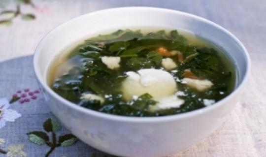 Летний суп с творожными клецками