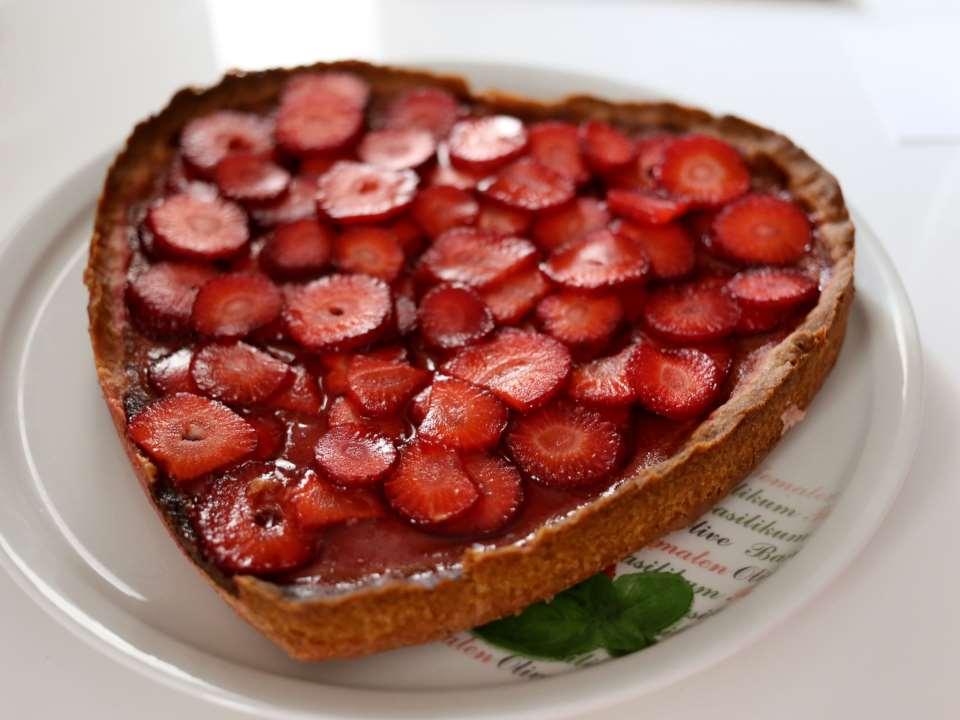Клубничный тарт из свежей клубники