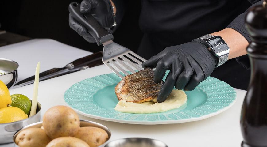 Филе дикого сибаса на гриле с картофельным пюре