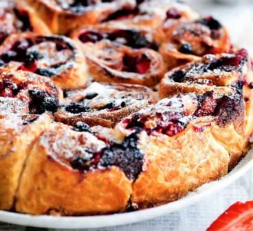 Разборный пирог с сезонными ягодами