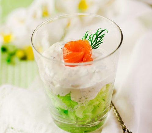Салат-коктейль из огурца с сельдереем и семгой «Свежесть»