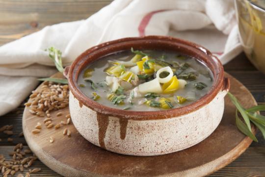 Армянский суп с пореем и полбой
