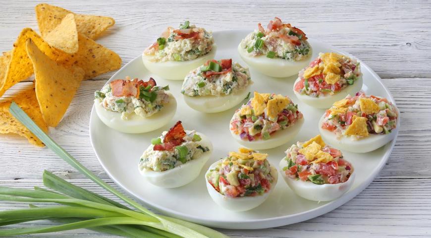 Яйца, фаршированные мясом — 2 рецепта