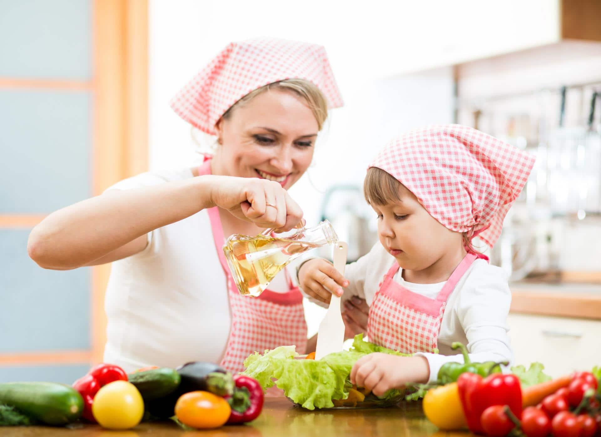 Как научить ребенка готовить