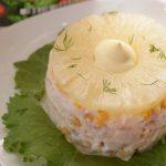 Салат из курицы с ананасом и кукурузой