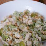 Рецепт салата с курицей, сельдереем и виноградом