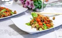 Салат с курицей и глазированными грецкими орехами