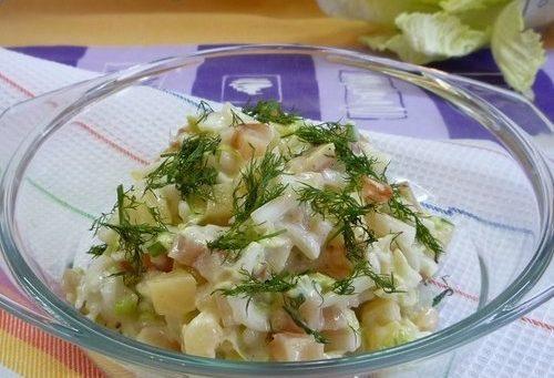 Салат из копченой куриной грудки с ананасами