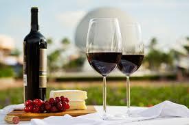 Вино вкуснее в дорогом бокале