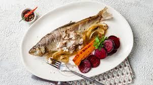 Жареная пелядь с маринованными овощами