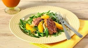Теплый салат с утиной грудкой и апельсином