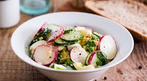 Салат из редиски с укропным песто