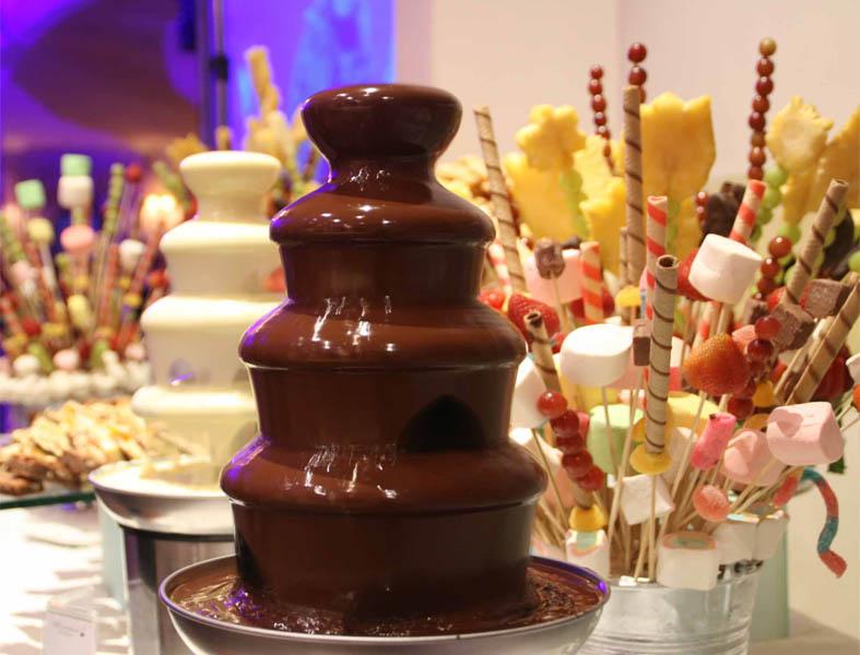 Аренда шоколадных фонтанов для праздничных мероприятий