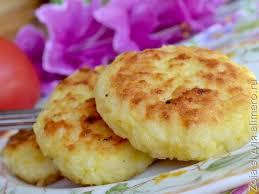 Рисовые оладьи с сыром и луком