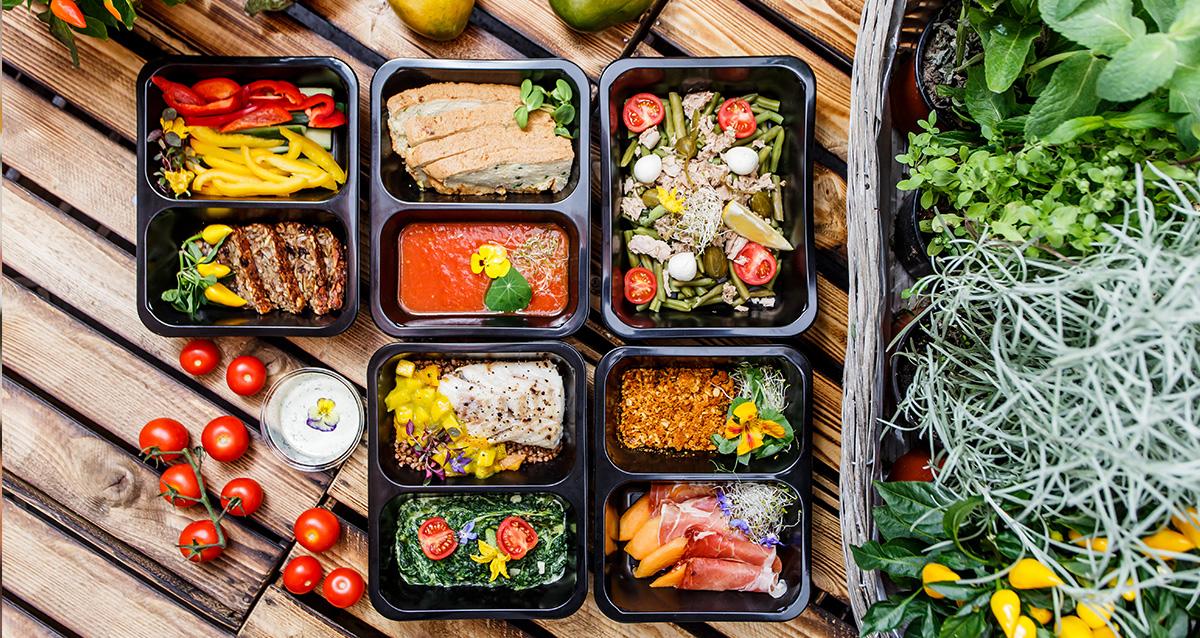 Почему выгодно обратиться в службу доставки готовой еды на дом?