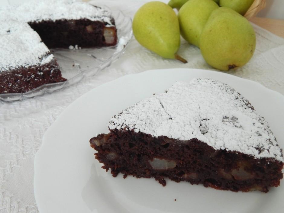 Постный пирог с грушей и какао