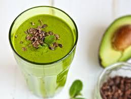 Фруктовый смузи с авокадо и шпинатом