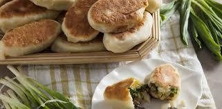 Пирожки с яйцами, грибами и зеленым луком