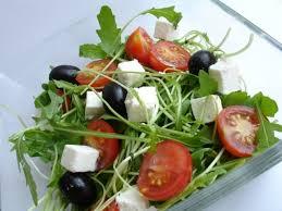 Салат из руколы с помидорами черри