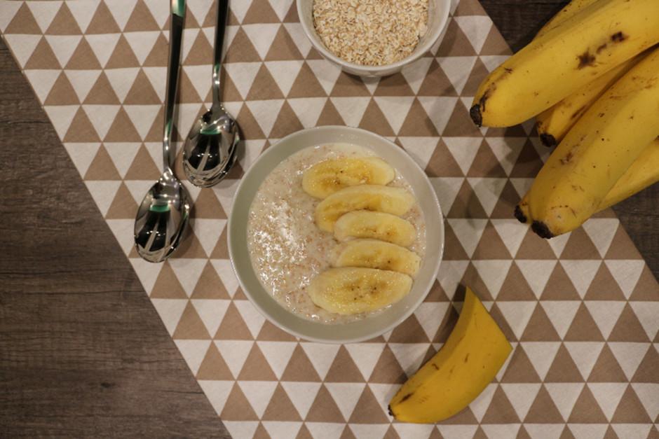 Овсяная каша с отрубями и бананом