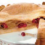 Пирог с грушами и клюквой