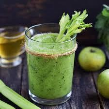 Витаминный смузи из яблок и зелени