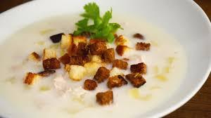 Куриный суп с плавлеными сырками и чесночными сухариками