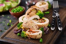 Рулеты из куриного филе с овощами и сыром