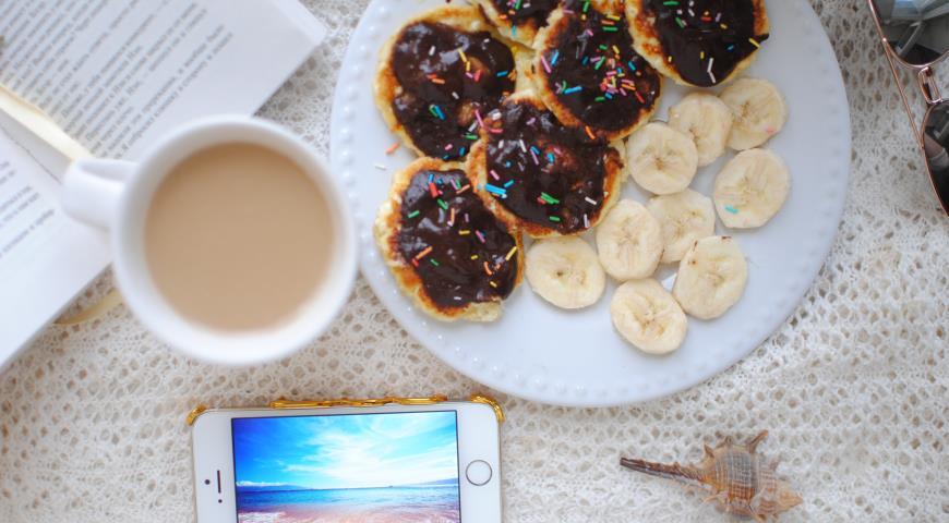 Диетические сырники с бананово-шоколадным пюре