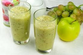 Яблочный смузи с бананом и виноградом