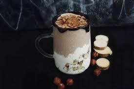 Бананово-кофейный смузи с творожно-кокосовыми шариками