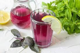 Напиток из базилика, мяты и лимона