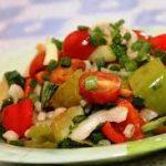 Тёплый салат из перцев и помидор