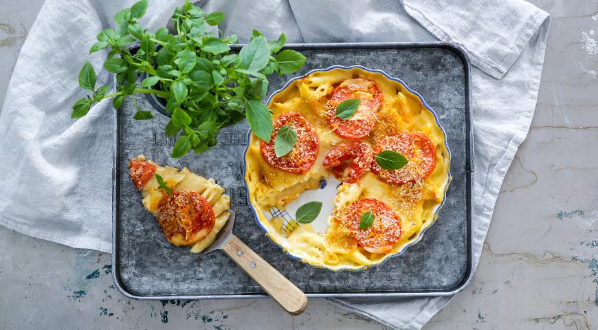 Запеканка из пасты и сыра с помидорами
