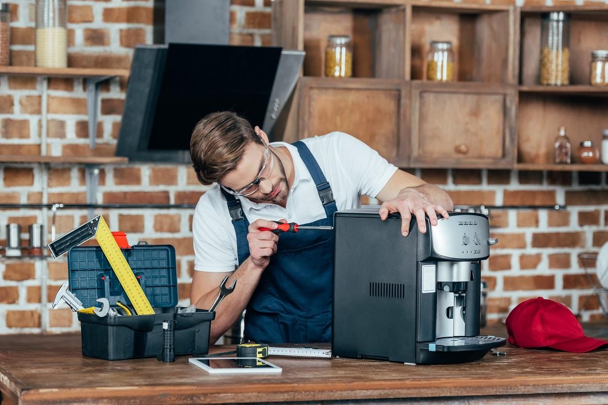 Распространенные поломки кофе машин: где быстро вернут агрегат к жизни