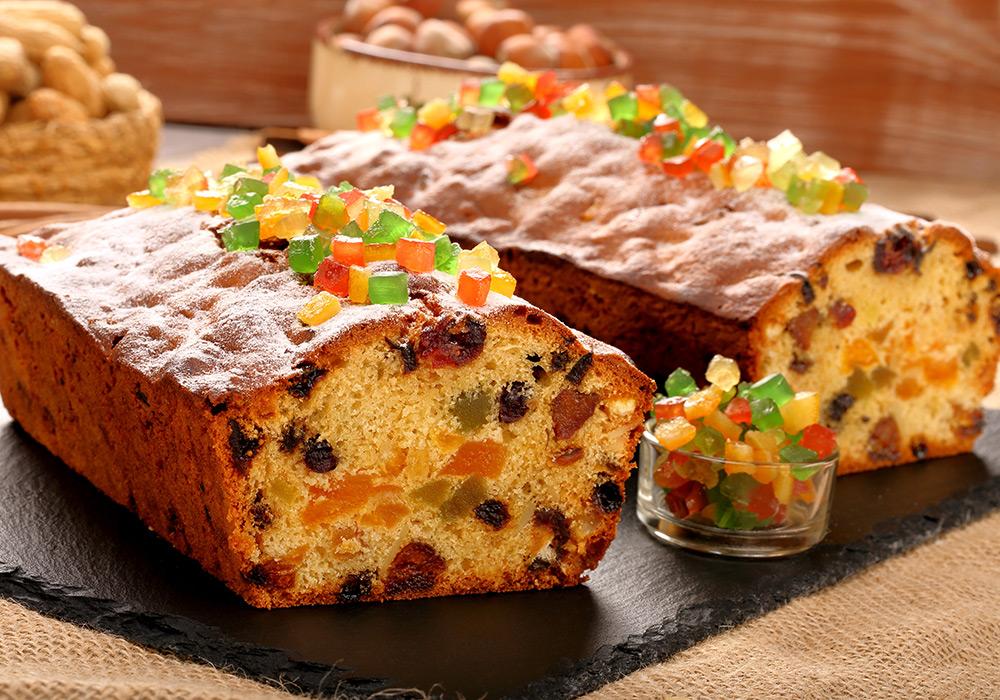 Праздничный кекс с марципаном и цукатами