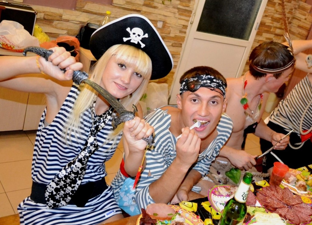 Тематические вечеринки дома: актуально и весело