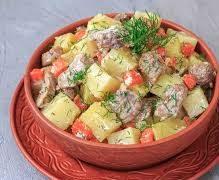 Тушеный картофель с индейкой в сметанном соусе