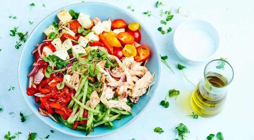 Шопский салат с курицей-гриль