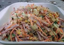 Салат с сухариками и рецепт легкого майонезного соуса