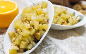 Теплый салат из картофеля с грецкими орехами