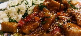 Индейка с овощами, соусом терияки и кунжутом