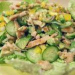 Зеленый салат с индейкой