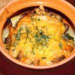 Говядина в горшочке с картофельным пюре